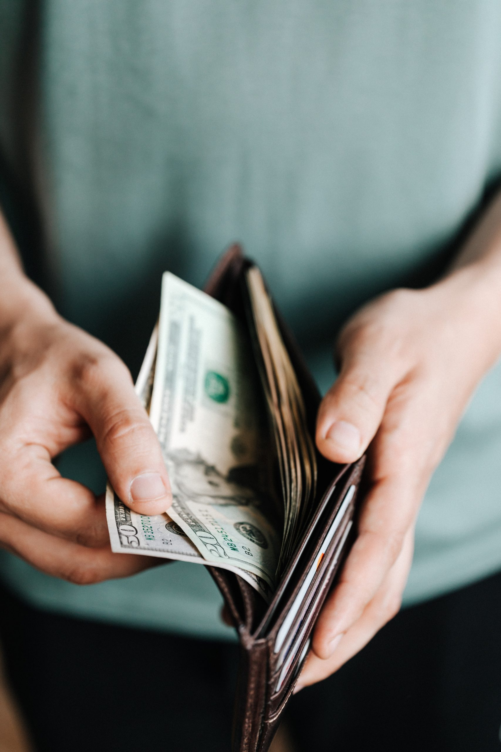 受傷導致薪資收入減少時,可以向加害人主張什麼權利
